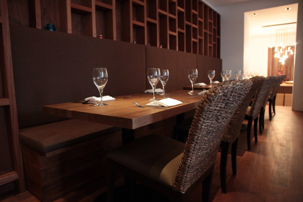 Curved Booth Restaurant Seating At Tiien Thai In Bournemouth